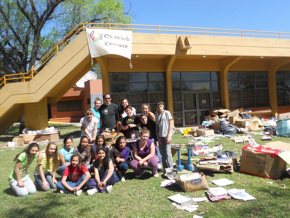 Reunión con jóvenes para integrar el Eco Club Cerrito