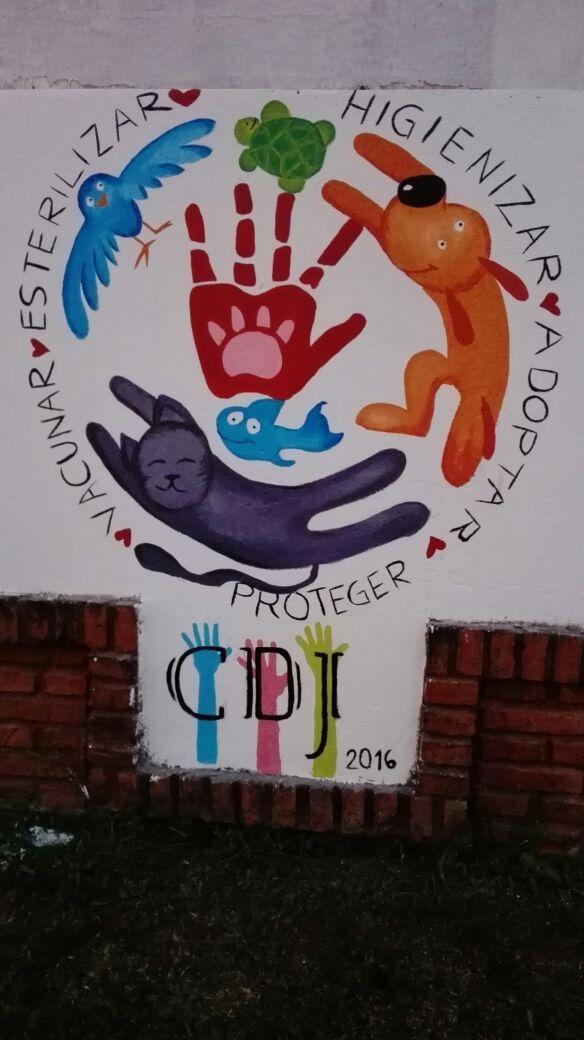 Jóvenes del Concejo Deliberante pintan murales