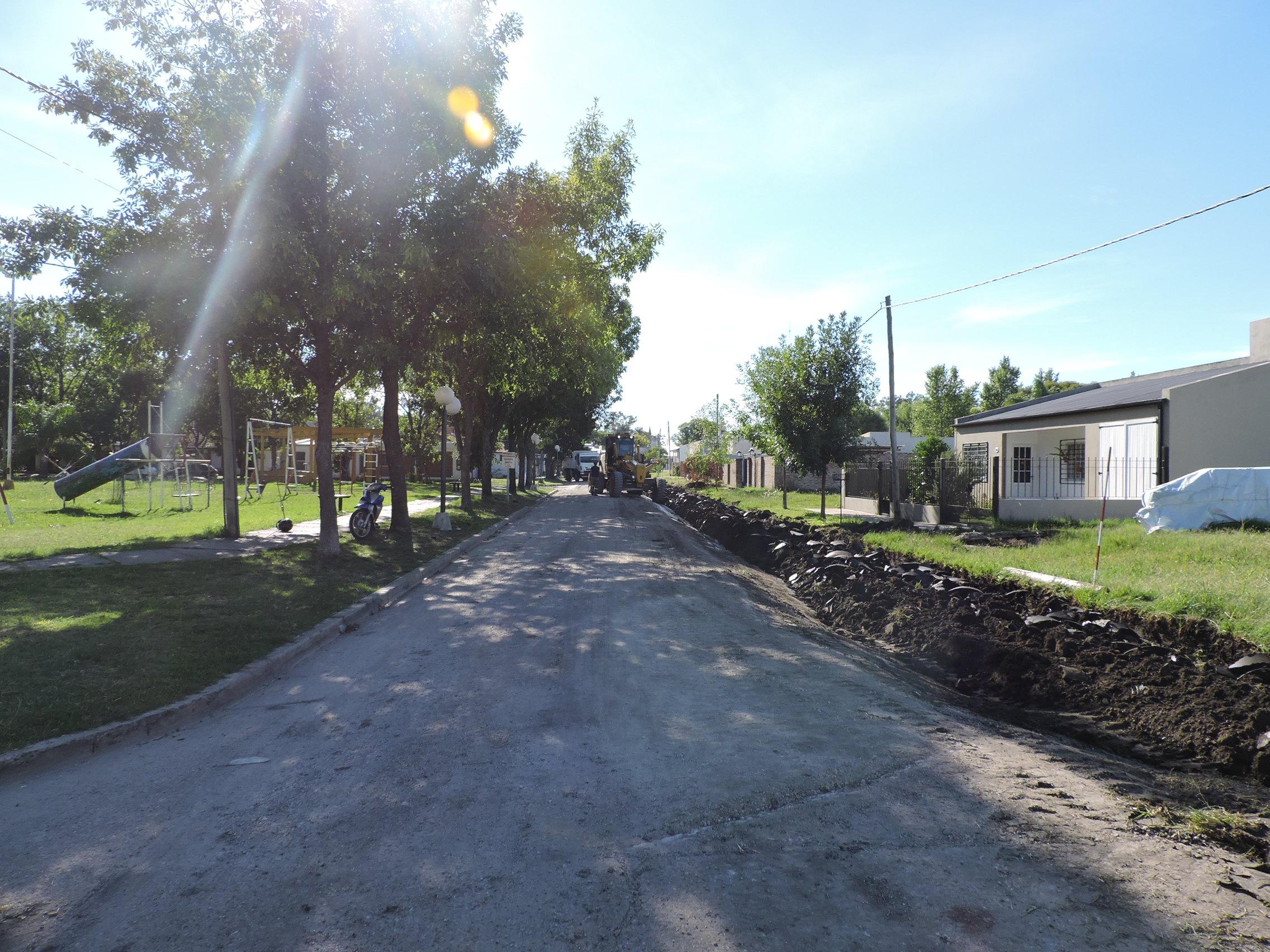 Cordón cuneta y bocacalle en Barrio CGT