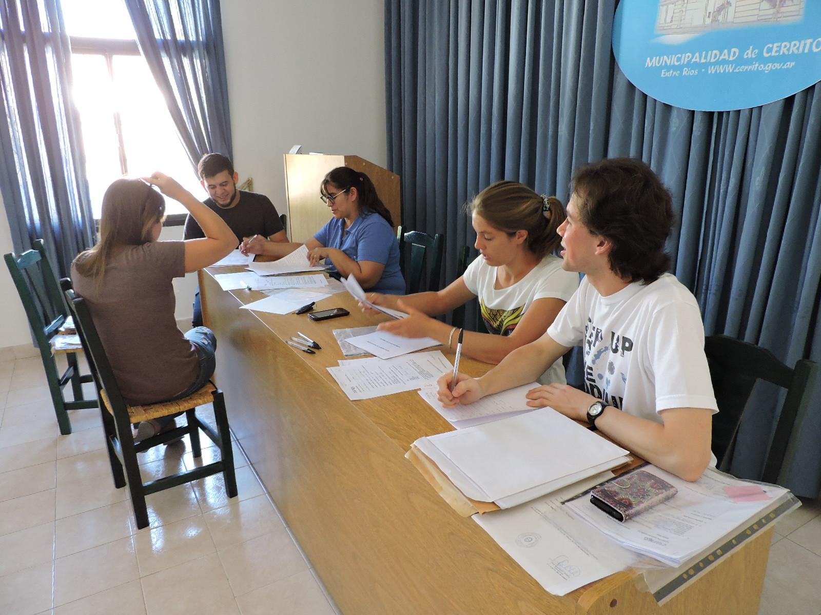 Evaluación de solicitudes de becas estudiantiles